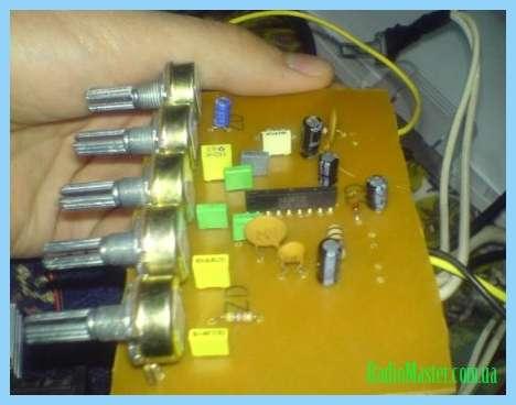 Схема светодиодного анализатора спектра уровня сигнала.